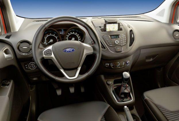 Ford Transit Courier - deska rozdzielcza