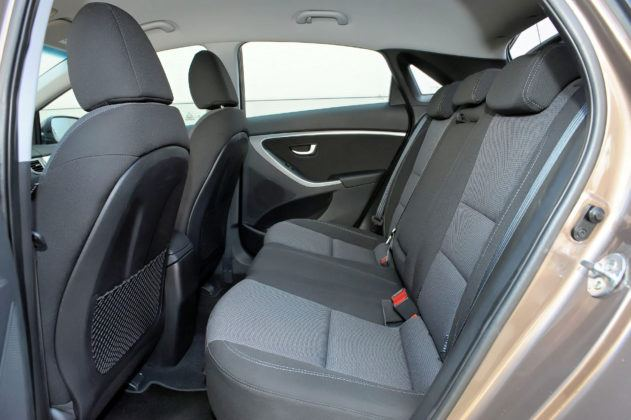Hyundai i30 II - tylna kanapa