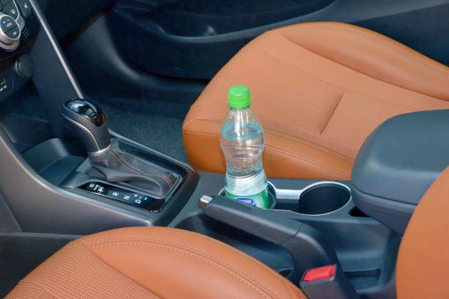 Hyundai i30 II - uchwyty na napoje