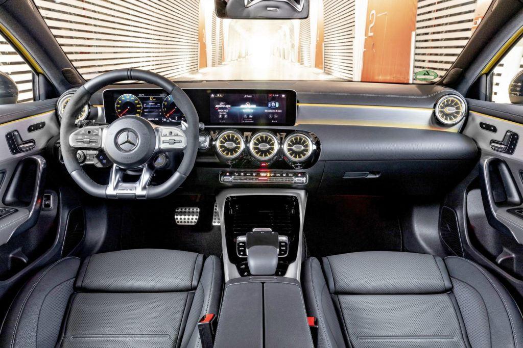 Mercedes-AMG A 35 - deska rozdzielcza