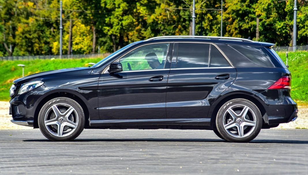 Mercedes GLE - bok