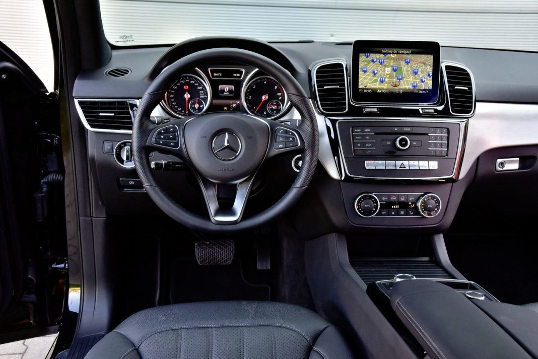 Mercedes GLE - deska rozdzielcza