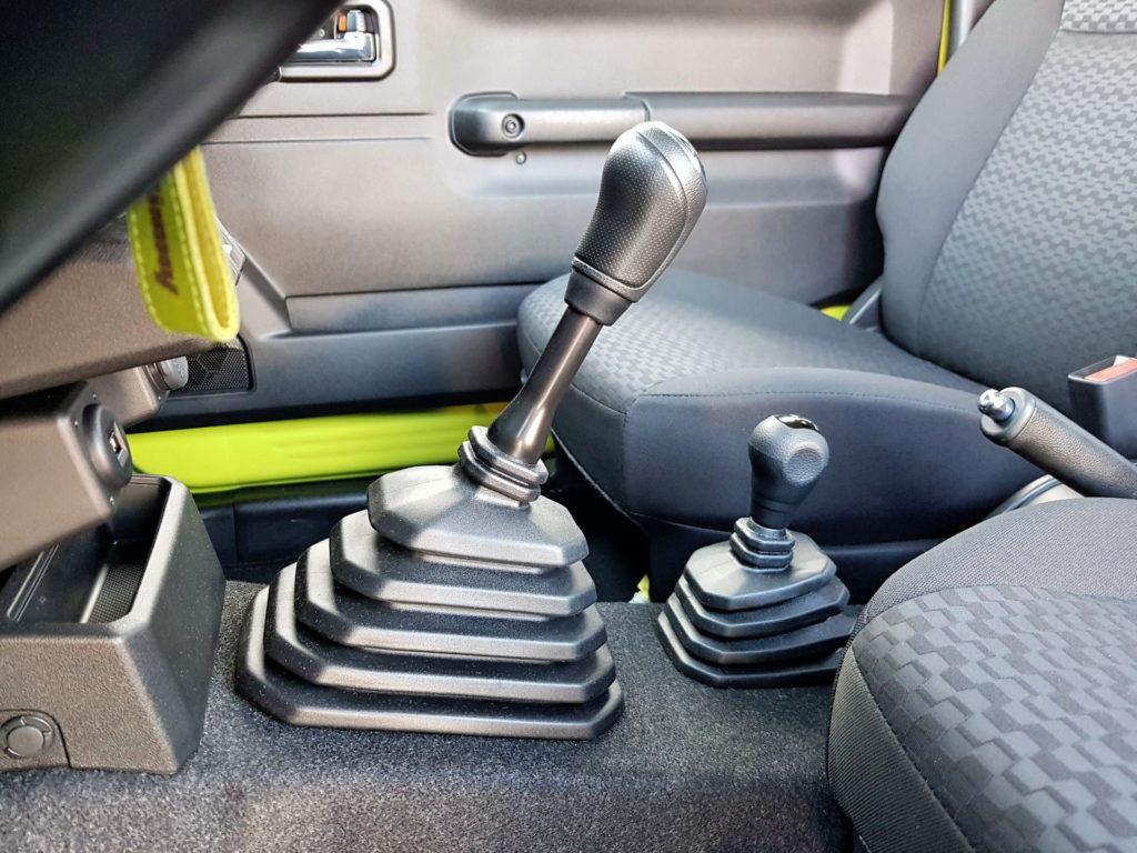 Nowe Suzuki Jimny - dźwignie