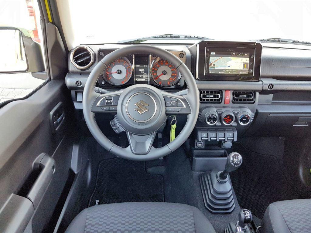 Nowe Suzuki Jimny - deska rozdzielcza