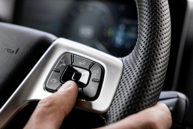 Nowy Actros - kierownica z przyciskami-dotykowymi