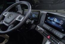 Nowy-Mercedes-Actros-deska-rozdzielcza