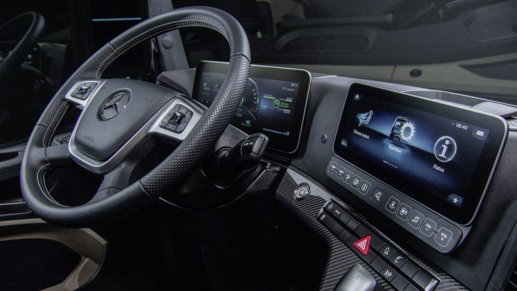 Nowy Mercedes Actros - deska-rozdzielcza