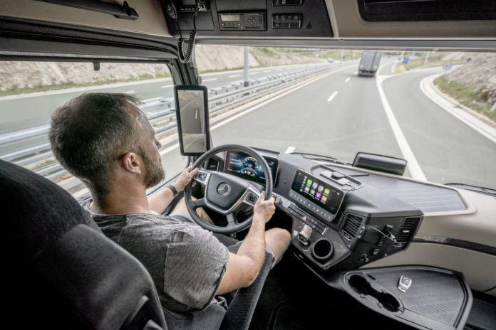 Nowy Mercedes Actros - wnętrze