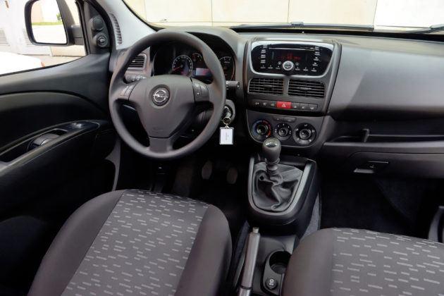 Opel Combo - deska rozdzielcza