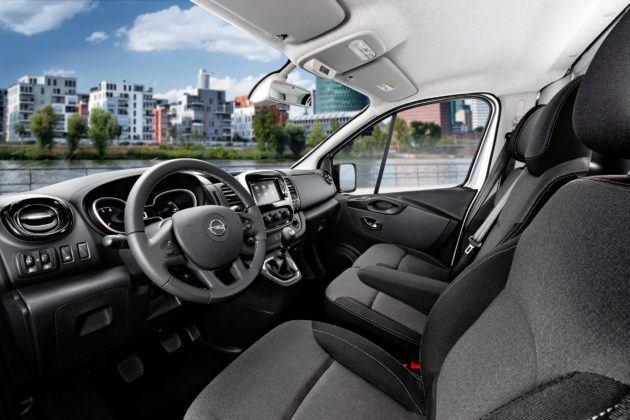 Opel Vivaro - deska rozdzielcza