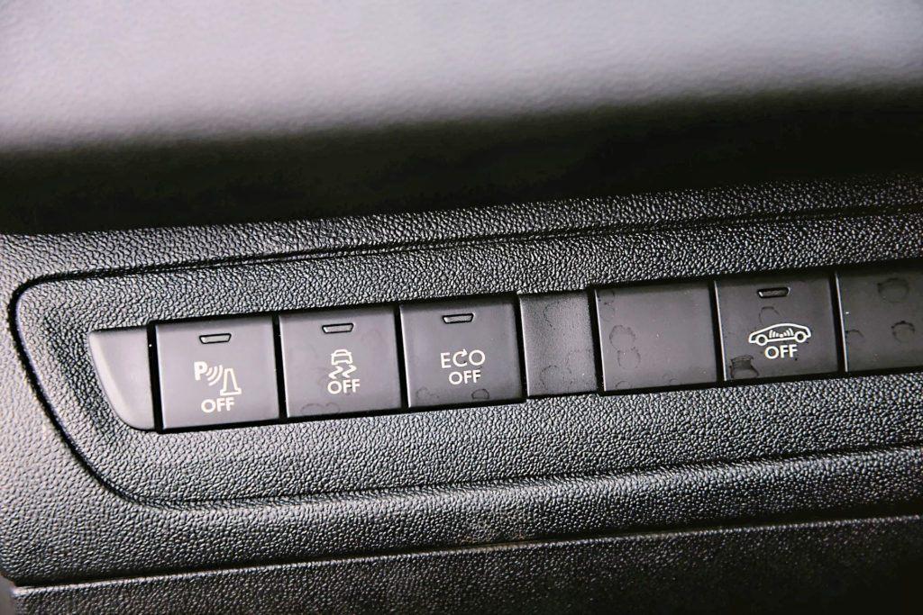 Peugeot 208 - przycisk