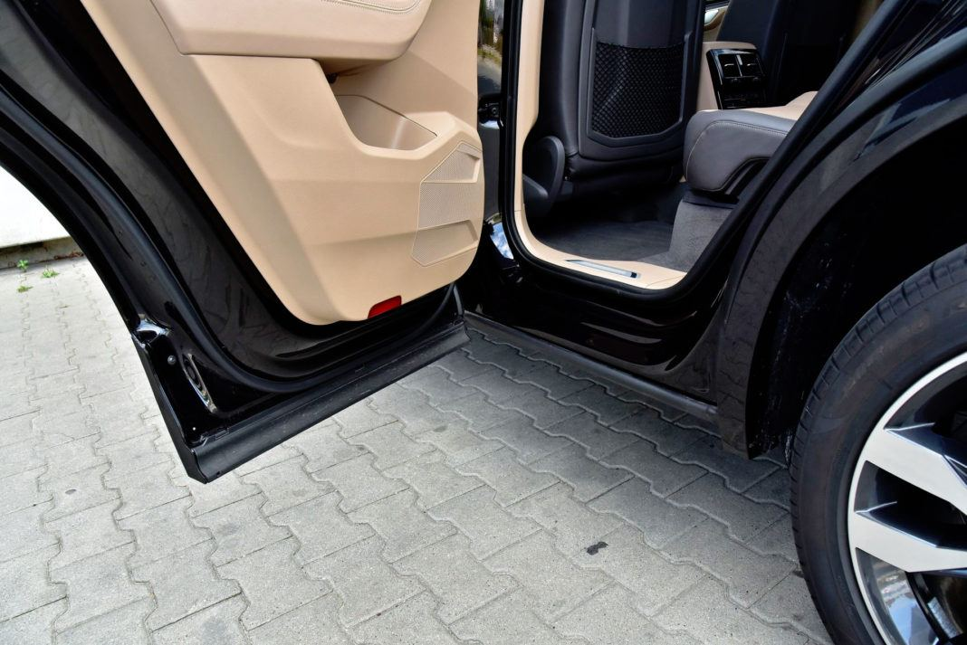 Volkswagen Touareg - próg