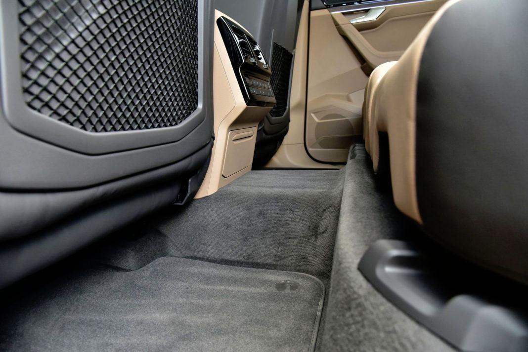 Volkswagen Touareg - tunel środkowy