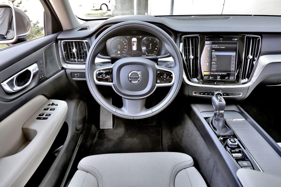 Volvo V60 - deska rozdzielcza