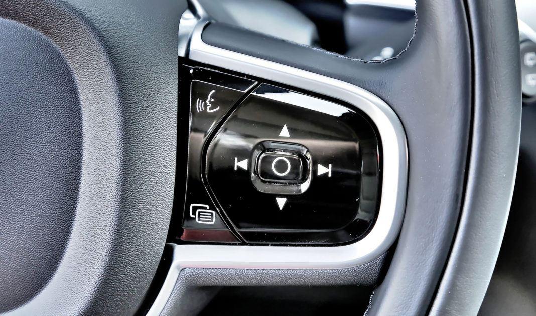 Volvo V60 - przełączniki na kierownicy