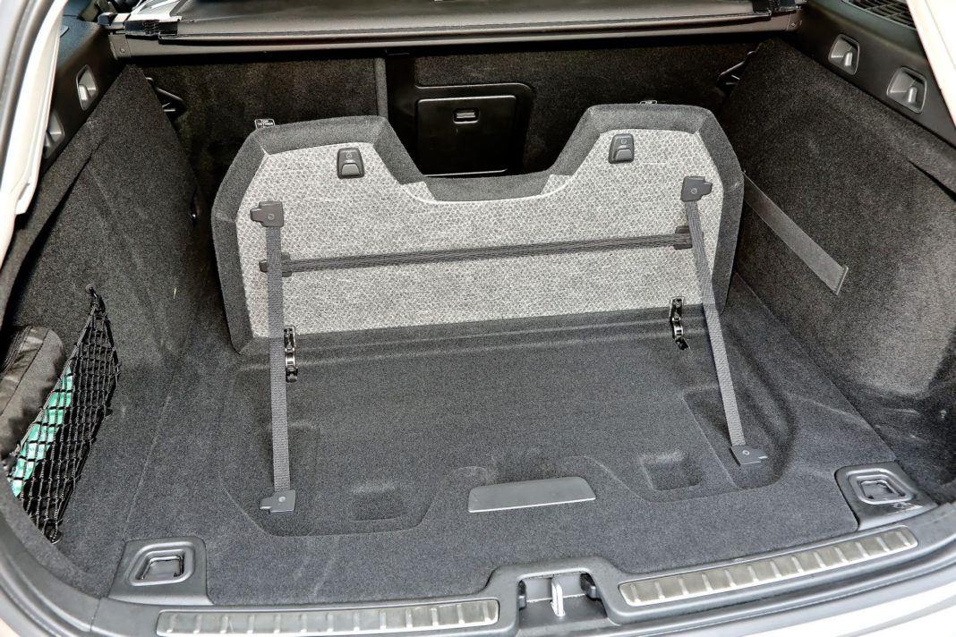 Volvo V60 - schowek pod bagażnikiem