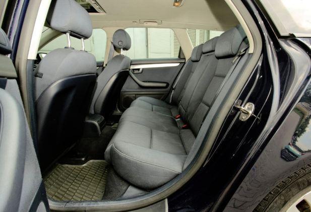 Audi A4 B7 - kanapa