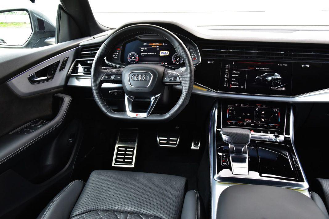 Audi Q8 - deska rozdzielcza