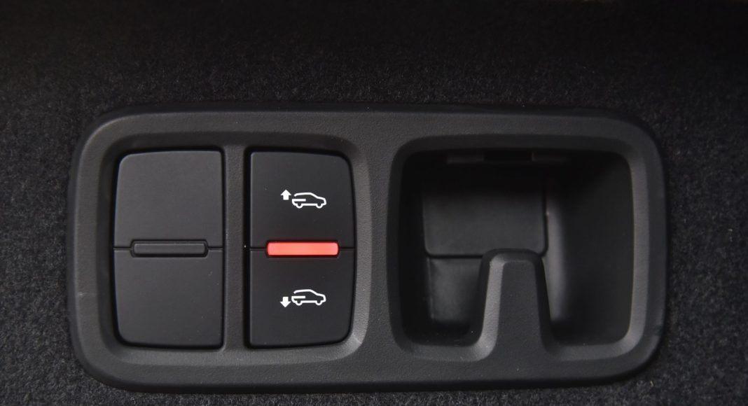 Audi Q8 - haczyk