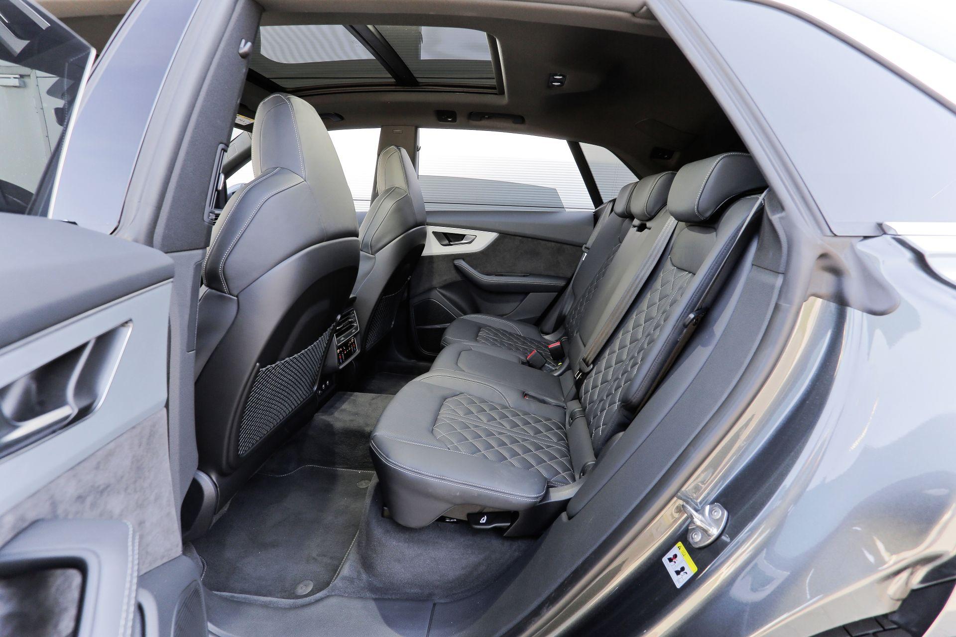 Audi Q8 - kanapa