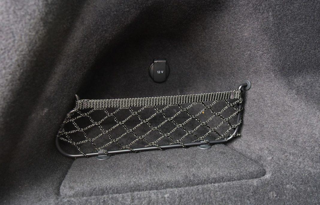 Audi Q8 - gniazdko