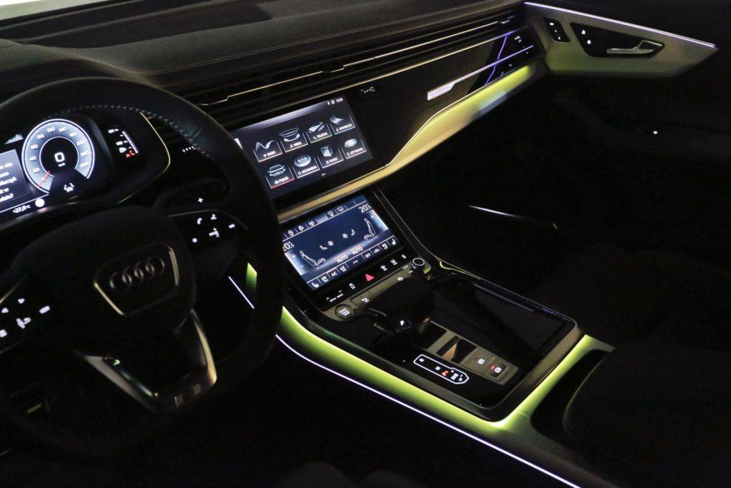 Audi Q8 - oświetlenie wnętrza