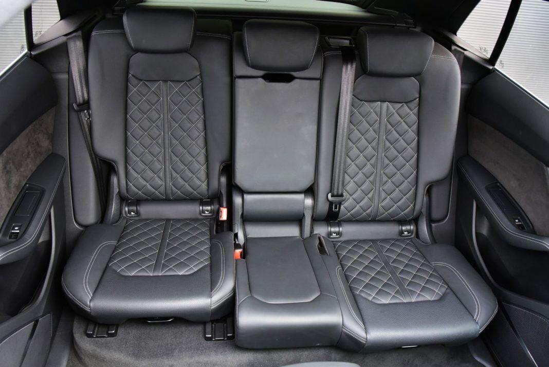 Audi Q8 - przesuwana kanapa