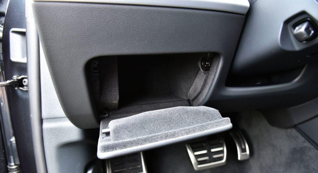 Audi Q8 - schowek