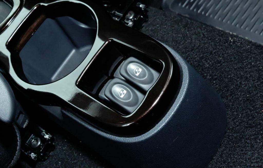 Dacia Duster - przełączniki szyb