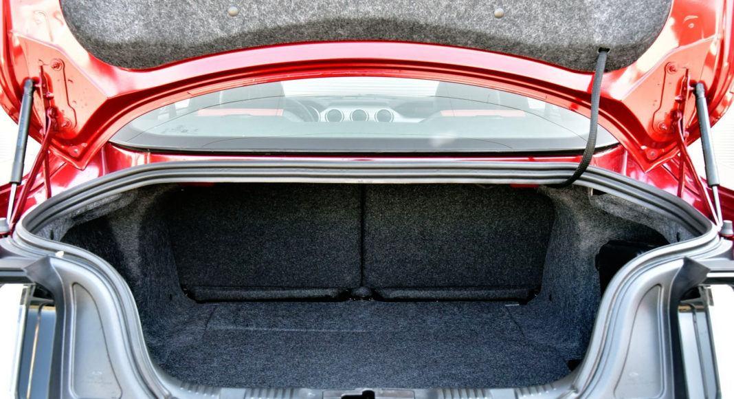 Ford Mustang FL - bagażnik