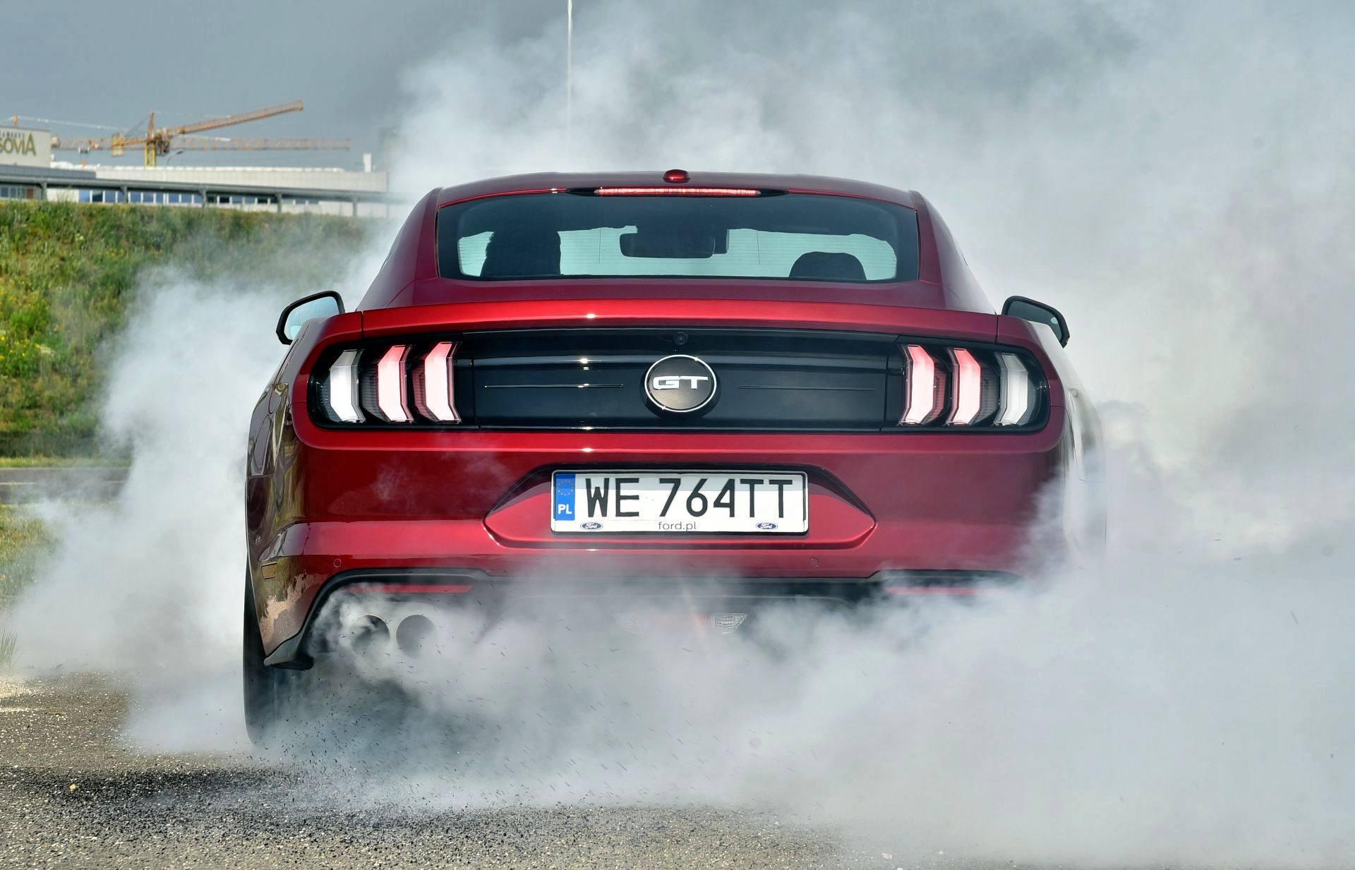 Ford Mustang FL - palenie gumy