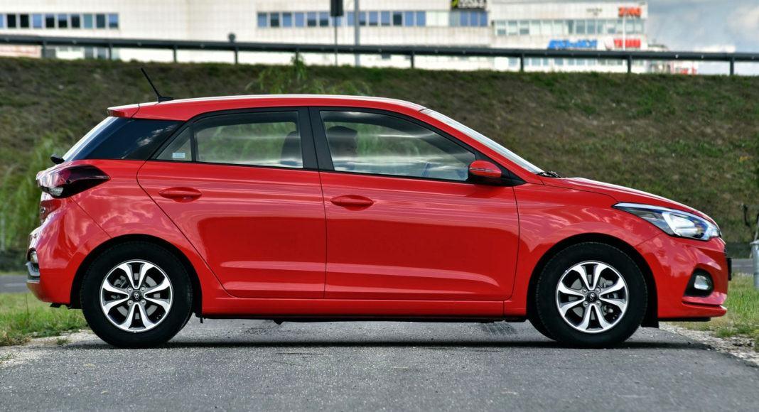 Hyundai i20 - bok