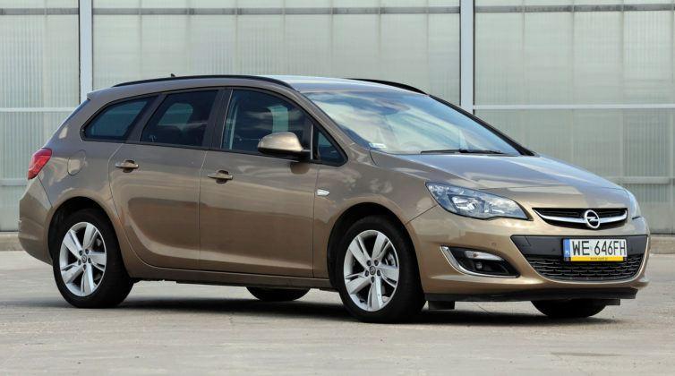 Kompakty - Opel Astra
