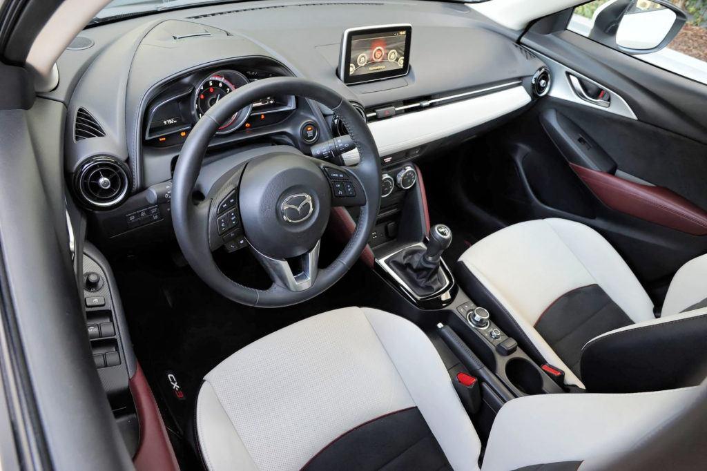 Mazda CX-3 - deska rozdzielcza