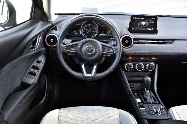 Mazda CX-3 deska rozdzielcza (2)