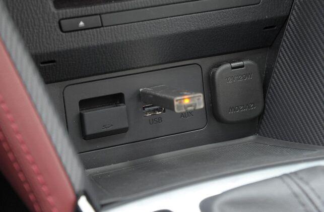 Mazda CX-3 gniazda