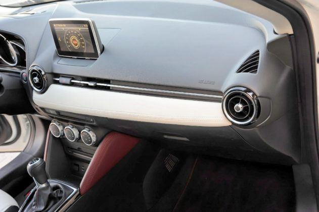 Mazda CX-3 - materiały wykończeniowe