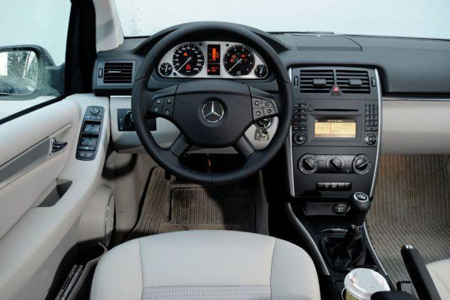 Mercedes Klasy B - deska rozdzielcza