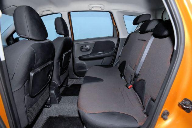 Nissan Note - tylna kanapa