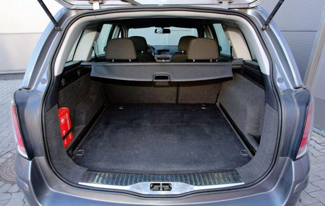 Opel Astra H - bagażnik