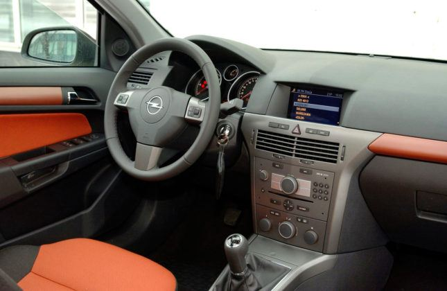 Opel Astra H - deska rozdzielcza