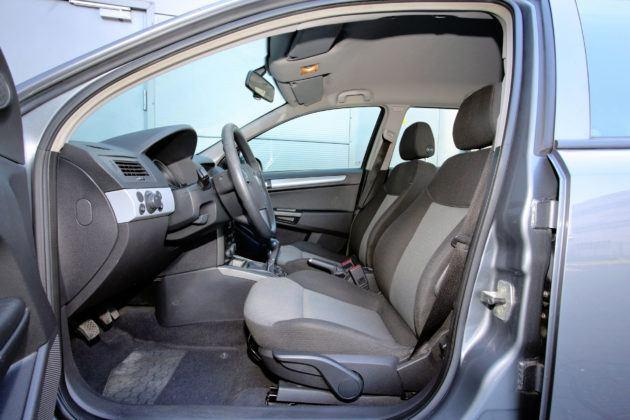 Opel Astra H - fotel kierowcy