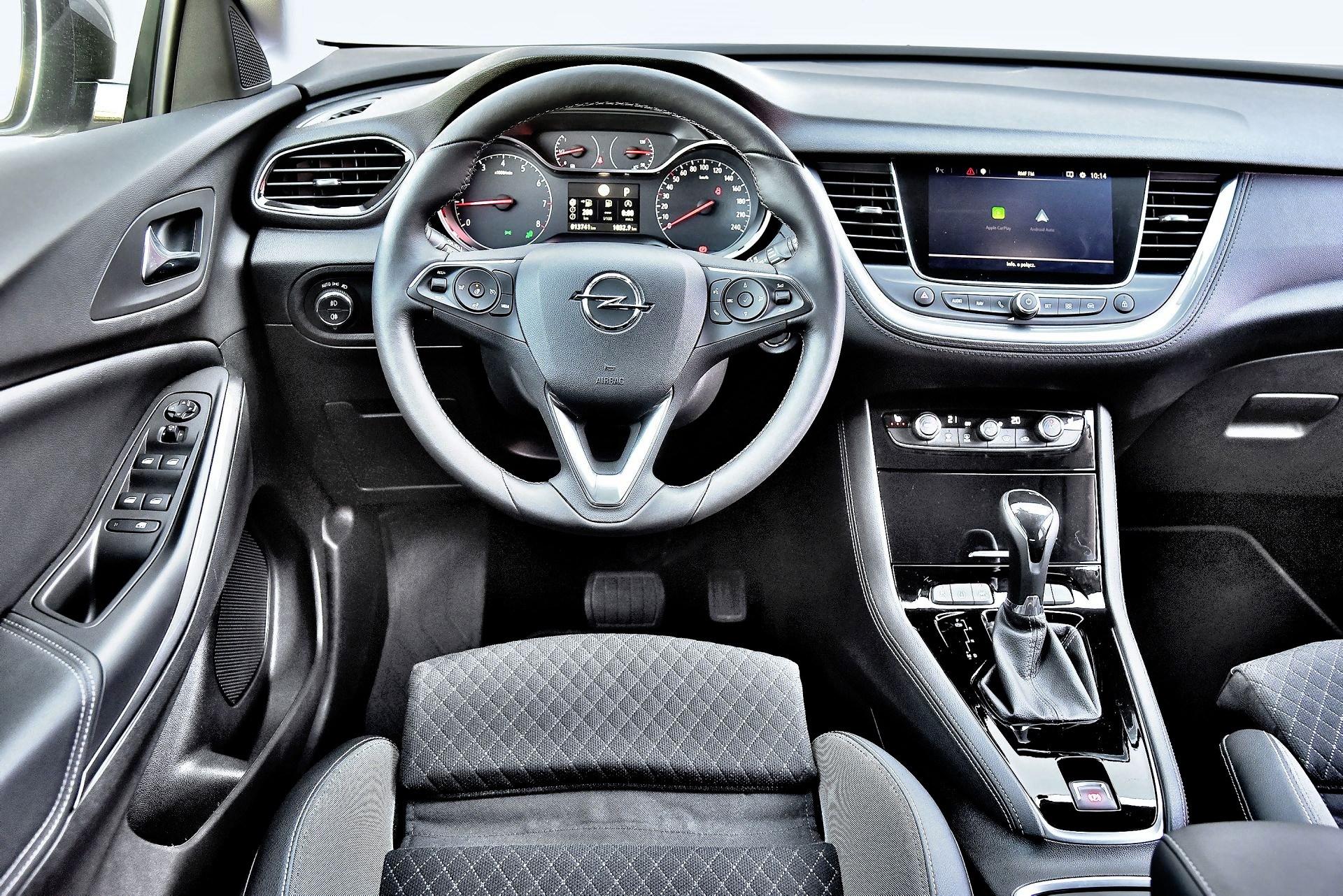 Opel Grandland X - deska rozdzielcza