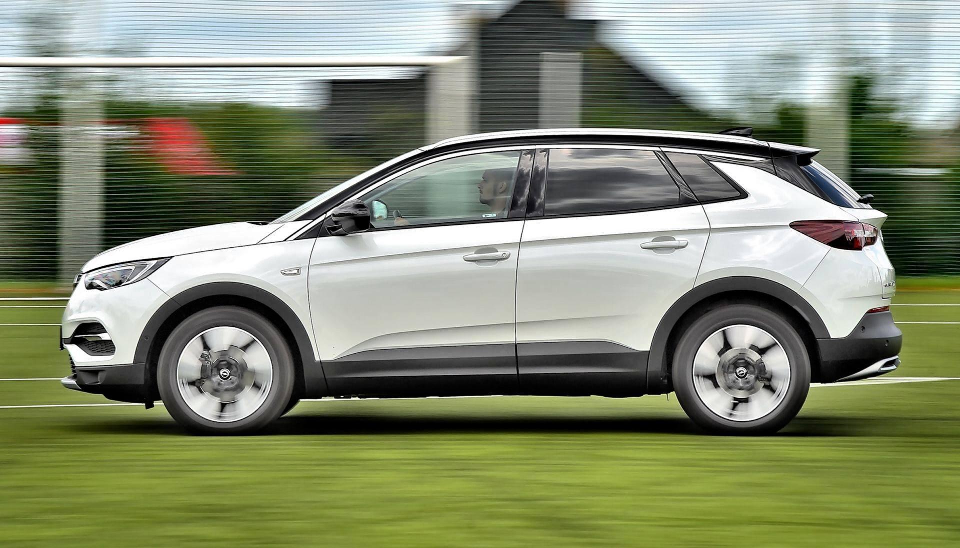 Opel Grandland X - dynamiczne