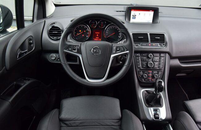 Opel Meriva B deska rozdzielcza (2)