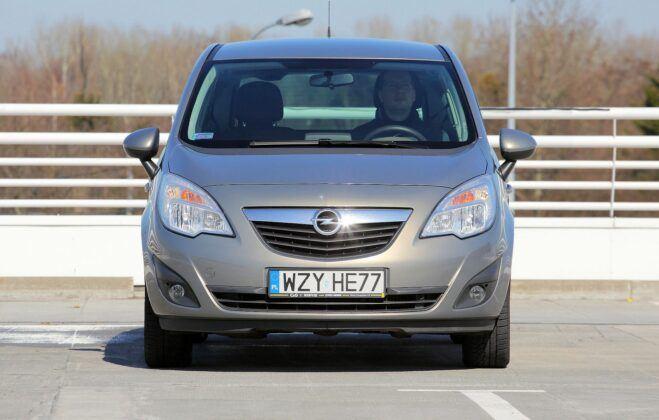 Opel Meriva B przed liftingiem