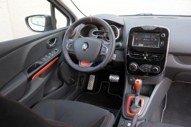 Renault Clio IV deska rozdzielcza