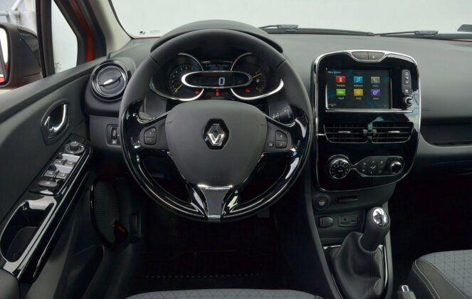 Renault Clio IV deska rozdzielcza (4)