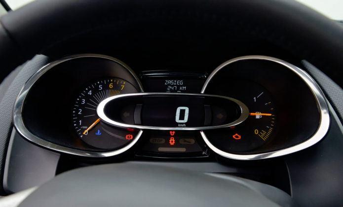 Renault Clio IV - zegary