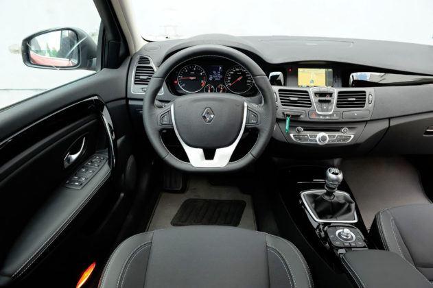 Renault Laguna III - deska rozdzielcza